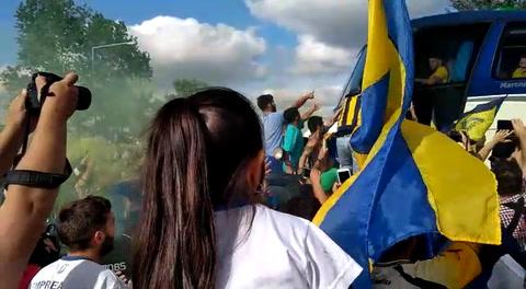 Los hinchas canallas armaron un carnaval en la salida del plantel de Central