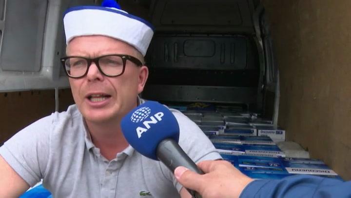 Jan Roos vertrekt met handtekeningen naar Kiesraad