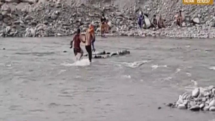 Intervienen a decenas de personas bañandose en el río Rímac