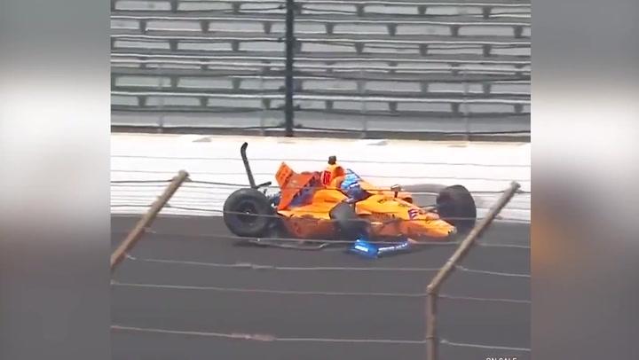 Tremendo accidente de Alonso contra uno de los muros de Indianápolis