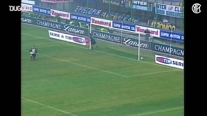 Vieri marca quatro contra o Brescia em 2003/04