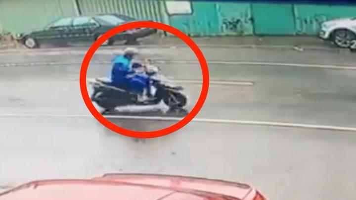Motorsyklist meid i bakken under tyfon