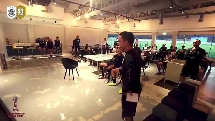 Xavi dirigiendo un entrenamiento del Al Sadd