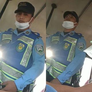 Policía lanza bomba lacrimógena en interior de un autobús lleno de pasajeros