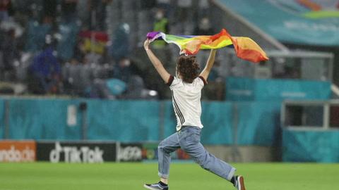 Alemania se engalana con el arcoíris mientras llueven críticas a UEFA y Hungría