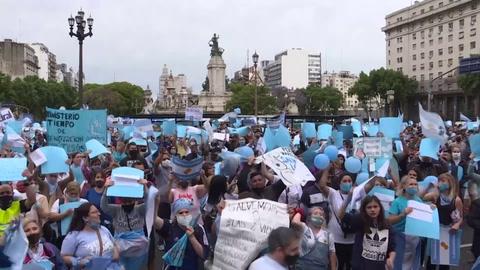 Miles de personas protestan en Argentina contra un proyecto de legalización del aborto