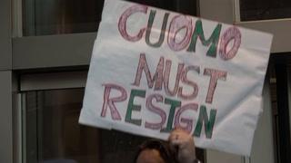 Crece presión para que dimita el gobernador de Nueva York, señalado de acoso sexual