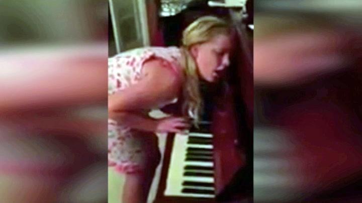 Isabelle (12) spiller piano i søvne