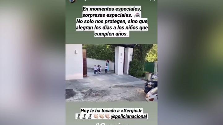 La policía se persona en casa de Ramos para felicitar a su hijo Sergio por su aniversario