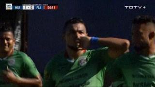 Mario Martínez se despacha un golazo de tiro libre ante Platense en el Yankel Rosenthal,