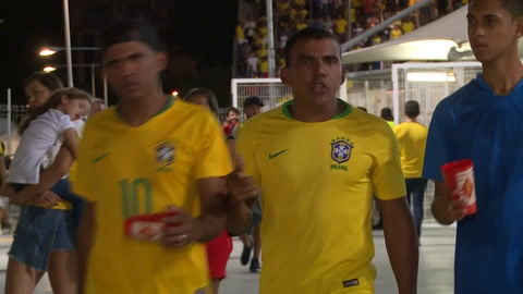 Tras empate, hinchas de Brasil decepcionados y venezolanos de festejo