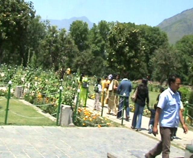 Kashmir Videos-Nishat Bagh Mughal Garden, Kashmir