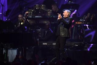 Neil Diamond Surprise Performance