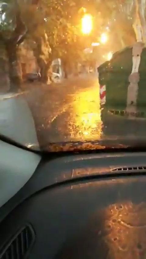 La copiosa lluvia volvió a dejar calles anegadas y zonas sin luz