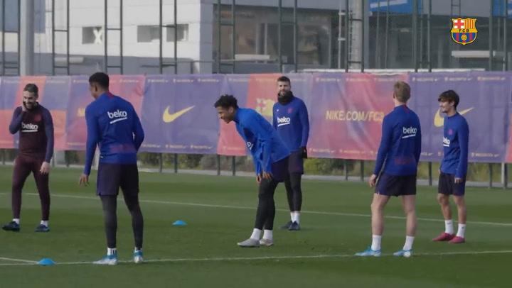 El Barça se entrena y sorprende a Todibo por su cumpleaños