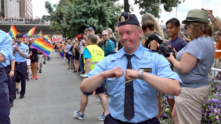 Politimann rister løs på Pride