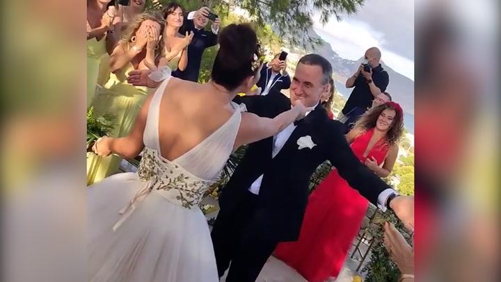 La divertidísima celebración de Cristina Rodríguez en su boda al ritmo de \'Vivo cantando\' de Salomé