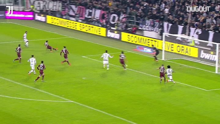 Cuadrado marca no último minuto para a Juve contra o Torino