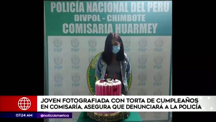 """Joven detenida fotografiada con torta denunciará a policía: """"Me pedía que sonría"""""""