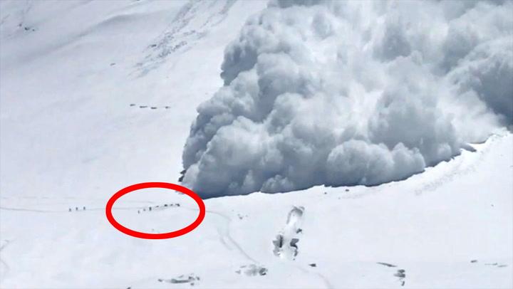 Magnus så klatrerne bli tatt av kjempeskred: – Å helvete!