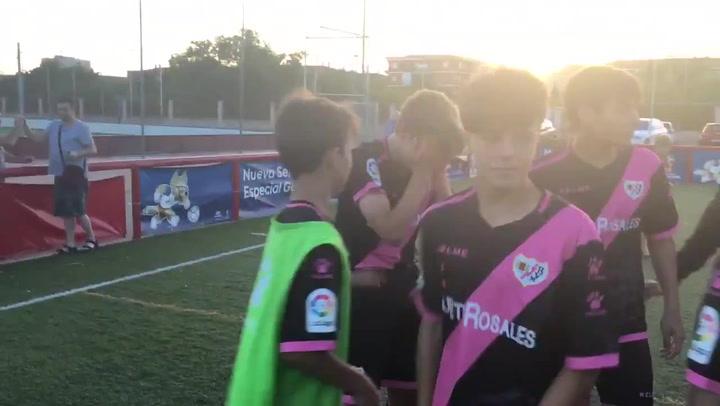 La emoción de Fabián Luzzi tras marcar el penalti definitivo que dio la Copa de Campeones Infantil al Rayo Vallecano