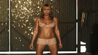 Jennifer Aniston: - Hun går naken hele dagen