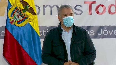 Duque dialoga con jóvenes en medio de protestas en Colombia, cuya violencia preocupa al papa