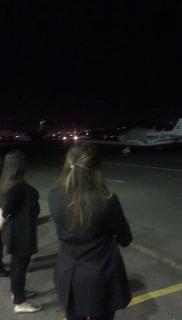 Momento en que aterriza avión que trasladaba el cadáver de José Rafael ferrari
