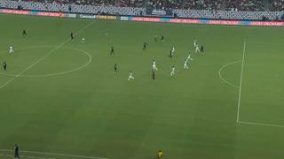 Buba López le saca tremendo cabezazo a Héctor Herrera (Cortesía)