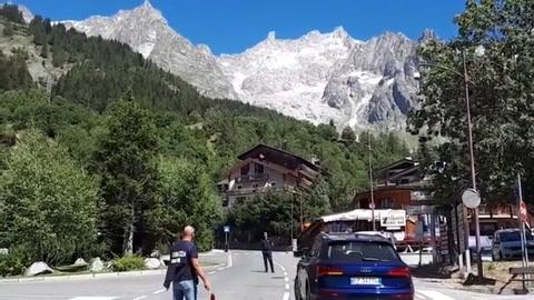 Un fragmento glaciar del Mont Blanc amenaza con desprenderse en Italia