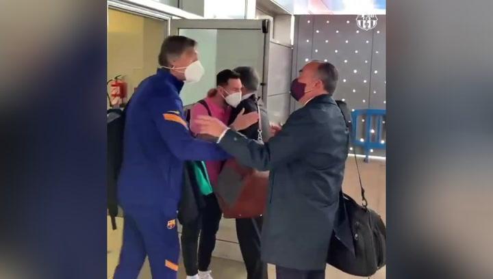 El Barça ya viaja a París con Laporta en el avión