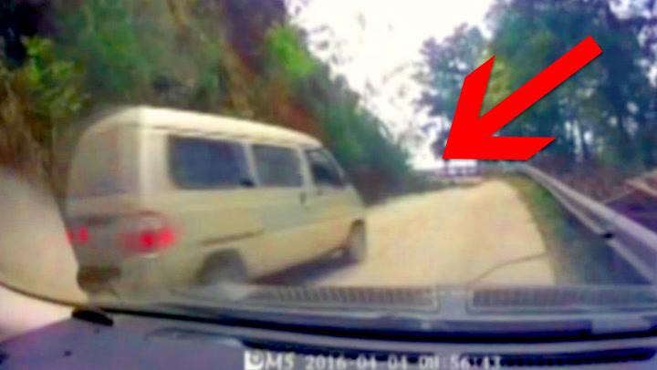Den ene sjåføren ser faren – den andre kjører rett på