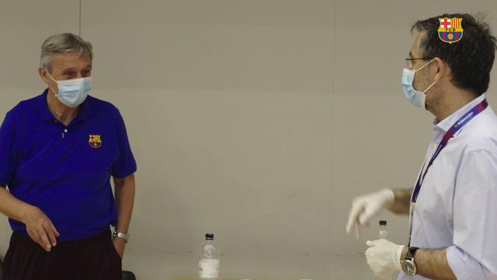Bartomeu presencia el entrenamiento del Barça de basket y charla con Pesic