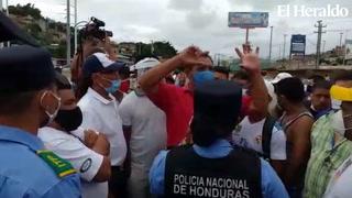 Taxistas realizan protesta en salida a Olancho