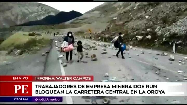 Trabajadores de Doe Run realizan paro y bloquean la Carretera Central en La Oroya