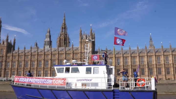 Fishing boats sail up Thames to call on greater ocean protection