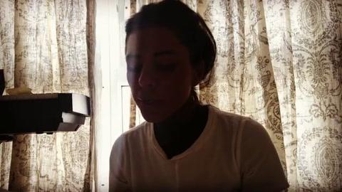 Cande Tinelli la rompe en Instagram cantando un tema de Fito Páez