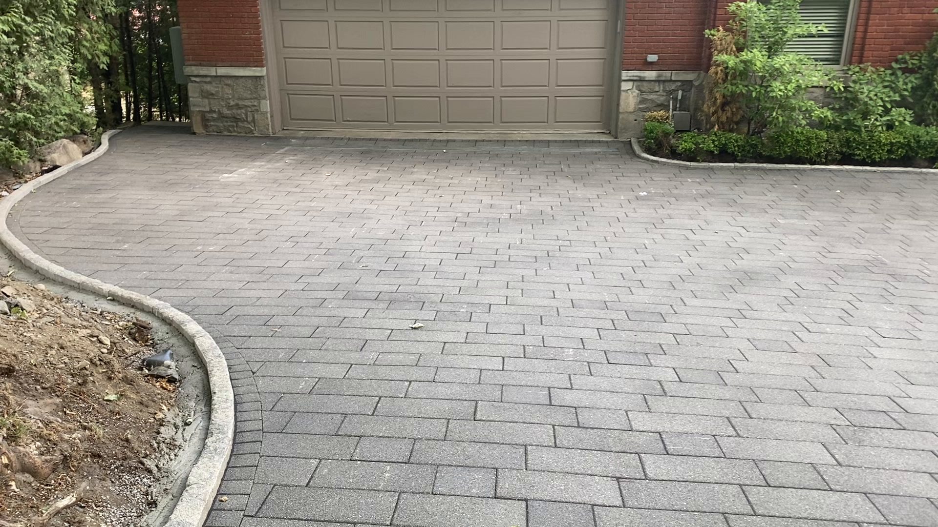 hydroPAVERS® Heated Driveway Westmount Quebec
