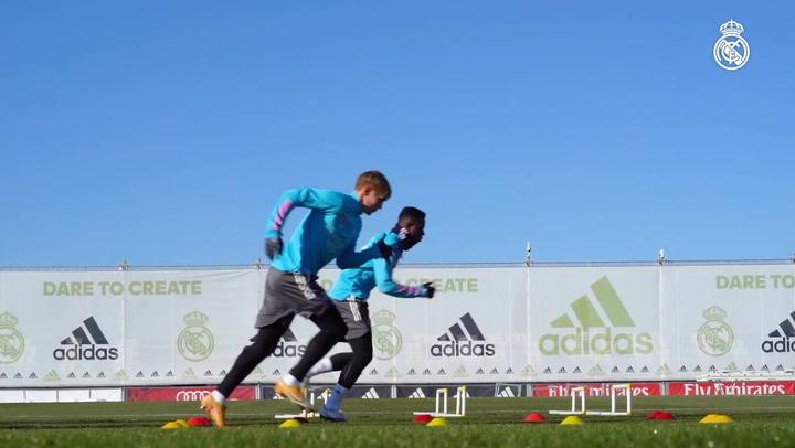 Último entrenamiento del Real Madrid antes de enfrentarse al Alcoyano en la Copa.mp4
