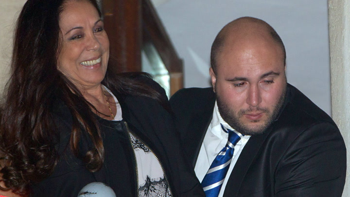 Kiko Rivera \'felicita\' a Isabel Pantoja en el Día de la Madre, ¿cómo reaccionará la cantante?