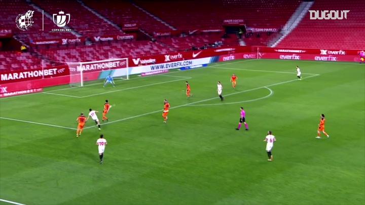 Luuk de Jong finishes off great Sevilla team move
