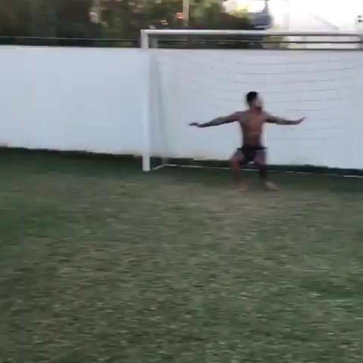 Jimmy Butler le mete un gol a Neymar