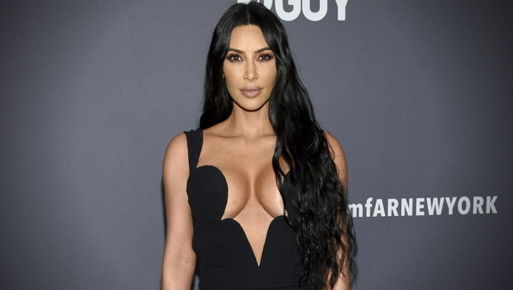 Kim Kardashian luce un espectacular escote