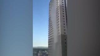 Cae enorme cascada de agua en edificio tras terremoto en Filipinas