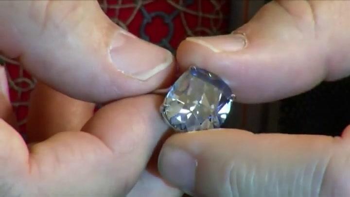 Blauwe diamant geveild voor 45 miljoen euro
