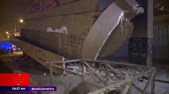 VMT: Parte de puente peatonal se desploma cerca de la estación del Metro de Lima
