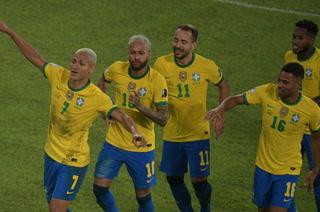 Neymar y Brasil clasifican a cuartos de final de la Copa América tras paliza a Perú