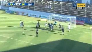 ¡Reflejos a prueba! Jordy Castro ahoga grito de gol de Platense