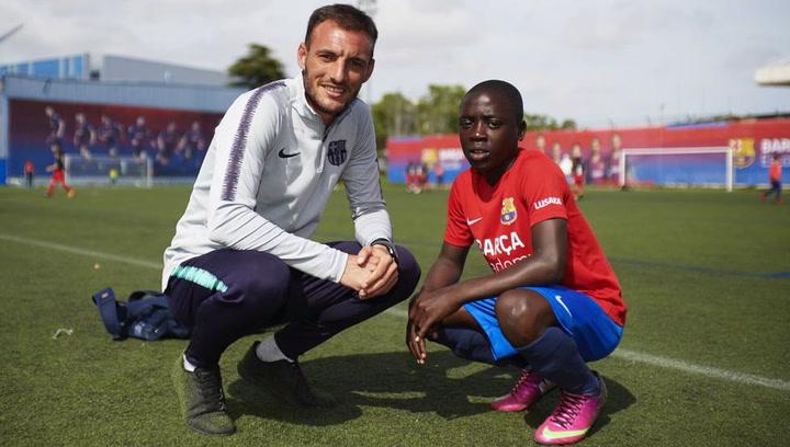 La historia de Japhet Sakala y Jordi Rovira conmueve en el Barça Academy World Cup