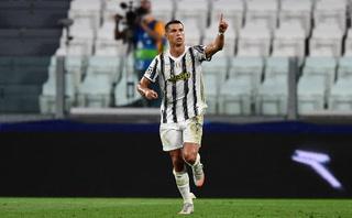 Cristiano Ronaldo marca de penal y descuenta ante Lyon en Champions